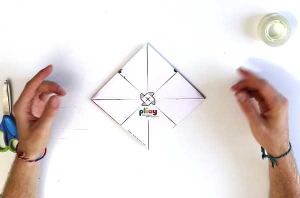 Faire une cocotte en papier - étape 4