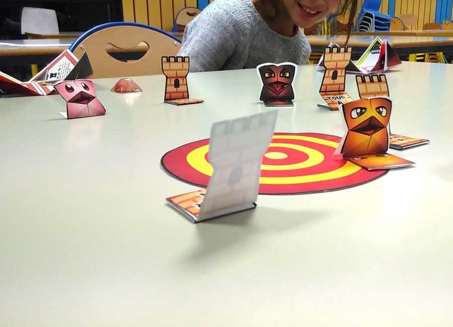 Ateliers Jeux de société en papier en centre de loisirs