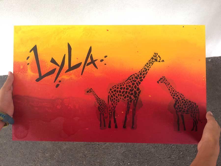 Exemple d'une planche peinte par un enfant, après l'Atelier Graffiti
